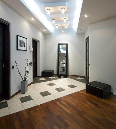 Плитка на пол в коридор керамогранит в стыке с ламинатом